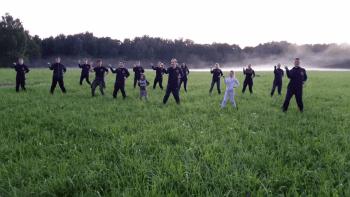 Вечерняя тренировка джиу-джитсу на летних сборах